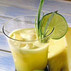Ingredienti 1/2 ananas 2 lime  2 cucchiai di miele di acaciaSbucciate l