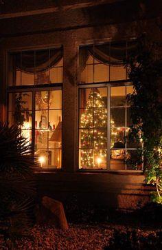 Looking inside the Cottage at Christmas. Looks like heaven Christmas Scenes, Christmas Mood, Noel Christmas, Victorian Christmas, Christmas Lights, Vintage Christmas, Christmas Decorations, Merry Christmas Eve, Xmas