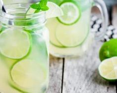 Citronnade au citron vert à moins de 50 calories : http://www.fourchette-et-bikini.fr/recettes/recettes-minceur/citronnade-au-citron-vert-moins-de-50-calories.html