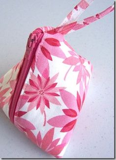 45!  Count them - 45!!!! FREE tote bag patterns/tutorials...happy with that! ~s~    livingcreatively.com.au