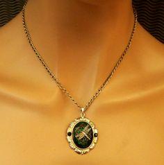 Halskette mit Libelle in smaragdgrün silber antik von Schmucktruhe