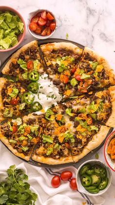 Beef Pizza, Taco Pizza Recipes, Cheesy Recipes, Beef Recipe Video, Chicken Taco Seasoning, Amazing Food Videos, The Recipe Rebel, Refried Beans, Ground Beef Recipes