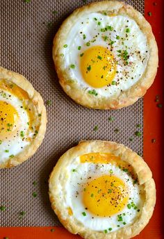 Lower Excess Fat Rooster Recipes That Basically Prime Cheesy Puff Pastry Baked Eggs Recipe Breakfast And Brunch, Breakfast Dishes, Breakfast Recipes, Whole Foods Market, Egg Recipes, Brunch Recipes, Cooking Recipes, Easter Recipes, Quick Recipes