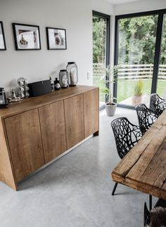 Home Interior Design, Interior Decorating, Wood Pallet Bar, Polished Concrete Flooring, Home Staging, Style At Home, Home Living Room, Decoration, New Homes
