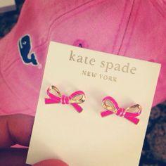 kate spade bow earrings and vineyard vines hat