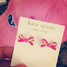 kate spade bow earrings and vineyard vines hat