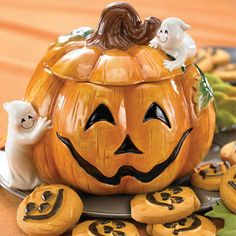 Don't get your hand caught in this yummy Pumpkin Cookie Jar for Halloween! Halloween Cookies, Holiday Cookies, Halloween Decorations, Halloween Ii, Fall Decorations, Vintage Halloween, Happy Halloween, Kinds Of Cookies, Cute Cookies