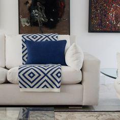 Tons saturados de azul para deixar a decoração contemporânea!! Shop online!