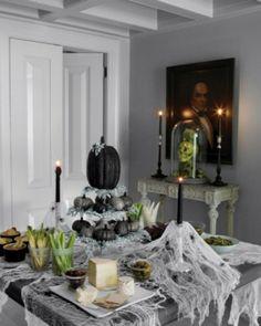 halloween tischdeko metallic und schwarz gefärbte Kürbisse