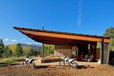 Nice cantilever - Voladizo majo  //  Motocross shelter in Colorado, Black Shack architects