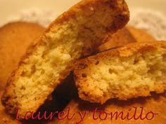 Estaba buscando galletas con harina de arroz que tengo desde hace tiempo y me encontrado con esta receta con poquitos ingredientes y si...