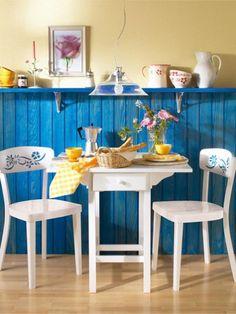 Die Küche benötigt dringend einen neuen Anstrich? Kein Problem: Mit dieser Farbidee kommt frischer Wind an die Wand.