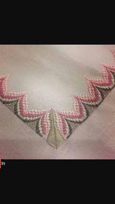 Resultado de imagen para rose au bargello avec bordure ouvrage