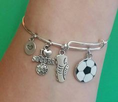 Soccer Charm Bracelet / Expandable Bangle Bracelet by Pammytail Soccer Gifts, Team Gifts, Messi Y Ronaldinho, Soccer Motivation, Soccer Inspiration, Soccer Outfits, Kids Soccer, Soccer Stuff, Best Friend Jewelry
