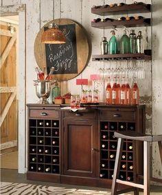 Detalle pizarra y porta botellas copas