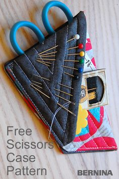Make a handy mini scissors case with needle minder to organize thread snips, needles, threader, or pins for small sewing jobs. Small Sewing Projects, Sewing Projects For Beginners, Sewing Hacks, Sewing Tutorials, Sewing Tips, Tutorial Sewing, Needle Case, Needle Book, Sewing Patterns Free