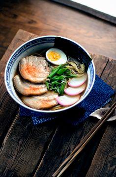 SHOYU RAMEN - Me encanta el ramen, pero preparando este he descubierto que no me gusta cocinarlo, jajajajajajaja, mejor que me lo pongan por delante ya listo, no te das cuenta de la grasa que tiene hasta que lo preparas y tienes que limpiarla.