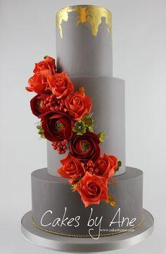 Autumn Luxury Wedding Cake. Celebrate your wedding with this beautiful cake. #festa #customcake #flowercake #elegantcake #elegantcakes #elegantweddingcake #whitewedding #rosecake #weddingcake #weddingcakes #weddingcakeideas #festa #autumncake #autumncolors #autumncolours