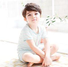 Đây là cậu bé lai 4 tuổi được mệnh danh đẹp trai nhất thế giới! - Ảnh 1.