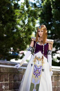 Princess Zelda cosplay by Eisy Cosplay