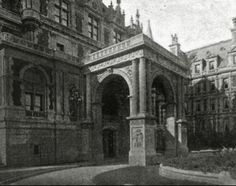 The Gilded Age Era: The Cornelius Vanderbilt II Mansion, New York City . The Formal Entrance Was very Elegant And Featured Carvings By Karl Bitter.  Hunt and Post had carefully crafted the interiors, which were designed for large scale entertaining, to create a breath of luxury