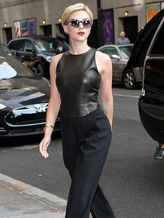 Star Tracks: Friday, September 11, 2015 | HELLO, GORGEOUS | Hot mama! Scarlett Johansson brings on her sexy side while arriving to The Late Show with Stephen Colbert on Wednesday in N.Y.C.