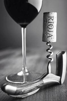 This photo makes Rioja look cool and inviting. Art Du Vin, Rioja Wine, Wine Vineyards, Wine Photography, Spanish Wine, Wine Art, Italian Wine, Wine Time, Wine And Spirits