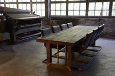 Tafel met U poot blank metaal 300 x 100 cm  € 980,00  Eiken tafel met U poot | Room108