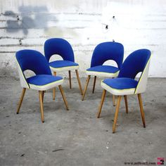Chaises vintage des années 50/60 bleues indigo - Mille m2 Retro Table And Chairs, Cool Chairs, Dining Chairs, Furniture Upholstery, Retro Furniture, Bleu Indigo, Chaise Vintage, Conference Chairs, Single Sofa
