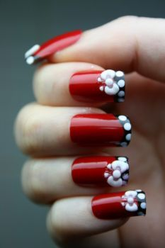 Nail Art: looks cuter than the white bed with red tips.