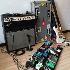 You are in a Music Band, playing Guitar, Drums, or just interested in Vintage Marhsall Amps, Gibson or Fender Vintage guitars? Check our Page and Create your Stageplot or Techrider for your Concert Online. Guitar Strings, Guitar Pedals, Guitar Chords, Guitar Amp, Fender Vintage, Vintage Guitars, Home Studio Setup, Guitar Room, Guitar For Beginners
