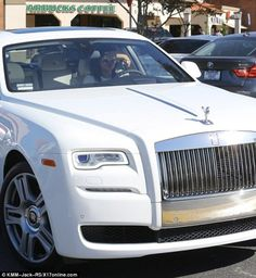 Welcome to Mabel Naija's Blog (MNB): Photos ! Kylie Jenner aquires Rolls Royce Ghost wo...