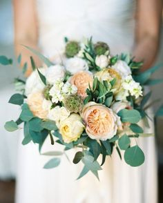 La+Rosa+Canina+created+the+bride's+bouquet+of+roses,+peonies,+ranunculus,+and+olive+branches.