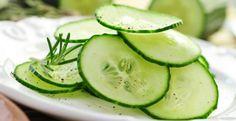 Die Gurke ist nicht nur ein erfrischender Durstlöscher, sondern beugt auch Krebs vor, reduziert schädliches Cholesterin und wirkt auf den Blutdruck regulierend.