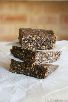 Sprouted buckwheat walnut bars, perfect as pre & post workout snacks! And for on-the-go breakfasts. Easy to do and they deliver on taste. {raw vegan & gluten free}