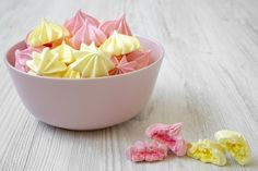 This easy meringue cookies recipe makes use of simplest five components and is so scrumptious. those egg white cookies are perfect for Easy Meringue Cookies, Baked Meringue, Meringue Cookie Recipe, Egg White Dessert, White Desserts, Popular Recipes, New Recipes, Cooking Recipes, Cream Recipes