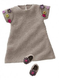 """Vestido """"Crochet dress I LOVE Modern twist with the classic look yet NOT your Grandma's Crocheted babydress!"""", """" 160 - n° 26 Robe et chaussons - Baby dr Baby Knitting Patterns, Knitting For Kids, Baby Patterns, Crochet Patterns, Crochet Edgings, Freeform Crochet, Crochet Motif, Dress Patterns, Crochet Diy"""