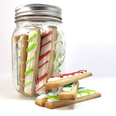 Christmas cookies sticks.....ok, really great idea, and they won't get smashed in the mason jar on delivery. I'm loving this, no messing with cookie cutters!