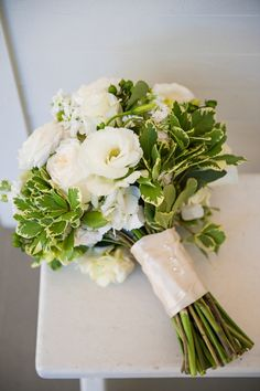 An Elegant Navy & White Carillon Beach Wedding via TheELD.com | Classic all bouquet | Carillon Weddings