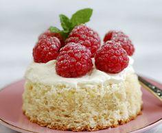 Idee e ricette di torte light? Eccone diverse con poche calorie ma soprattutto sane per dolci adatti a diete ipocaloriche.