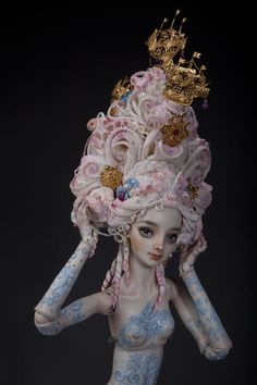 Madame de Pompadour adjusts her wig Clay Dolls, Doll Toys, Madame Pompadour, Men's Pompadour, Marina Bychkova, Porcelain Jewelry, Porcelain Doll, Fine Porcelain, Enchanted Doll