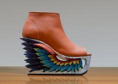 Flügel  Hand geschnitzt Holz-Plattform von Fashion4Freedom auf Etsy