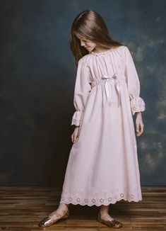 AMIKI makes chic pajamas for sboys and girls that feature the best combo of modern and vintage. Their chic pajamas and nightdresses are super cute. Dress Anak, Little Girl Fashion, Fashion Kids, Toddler Fashion, Gothic Fashion, Fall Fashion, Night Dress For Women, Vestidos Vintage, Baby Girl Dresses