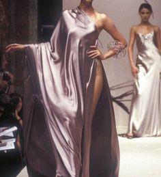 "peach-ygal: ""Jean Louis Scherrer Haute Couture, Autumn Winter "" Source by SkyRozu fashion couture Look Fashion, 90s Fashion, Runway Fashion, High Fashion, Fashion Show, Vintage Fashion, Fashion Outfits, Fashion Design, Milan Fashion"
