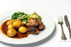 Frikadeller med kartofler og sauce