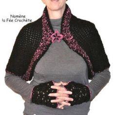 bb378fbdbf11 from Un grand marché · Cape, chauffe-épaules noir et violet, au crochet fait  main, fleur broche