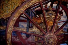 Detalhe de coche, Palácio de Queluz © Paulo Freire #luxosqueoimpériotece #portugal #sintra #queluz #arte #palacio #palaciodequeluz #coche #império #imperivm #imperivmriodejaneiro | Carriage detail, Palácio de Queluz © Paulo Freire #luxuriesthattheempireweaves #luxury #portugal #sintra #queluz #art #palace #palaciodequeluz #carriage #empire #imperivm #imperivmriodejaneiro