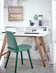klappbarer schreibtisch im kleinen home office | büro - büromöbel, Möbel