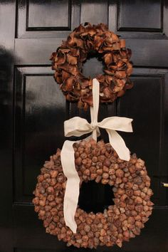 I love the textures of these wreaths, simple but effective outside dressing. Autumn Decorating, Autumn Wreaths, Autumn Home, Burlap Wreath, Dressing, Colours, Seasons, Texture, Interior Design