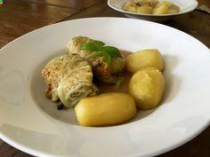Omas vegane Wirsingkohlrouladen gefüllt mit Bulgur, Pilzen und Möhre.